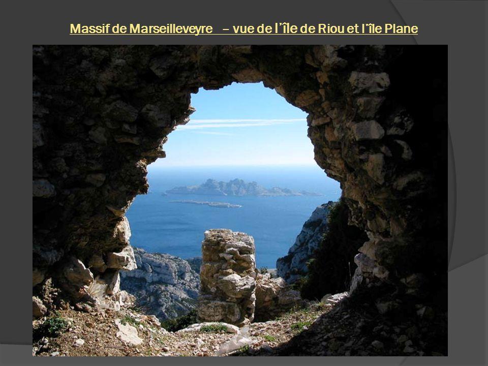 Massif de Marseilleveyre – vue de l'île de Riou et l'île Plane