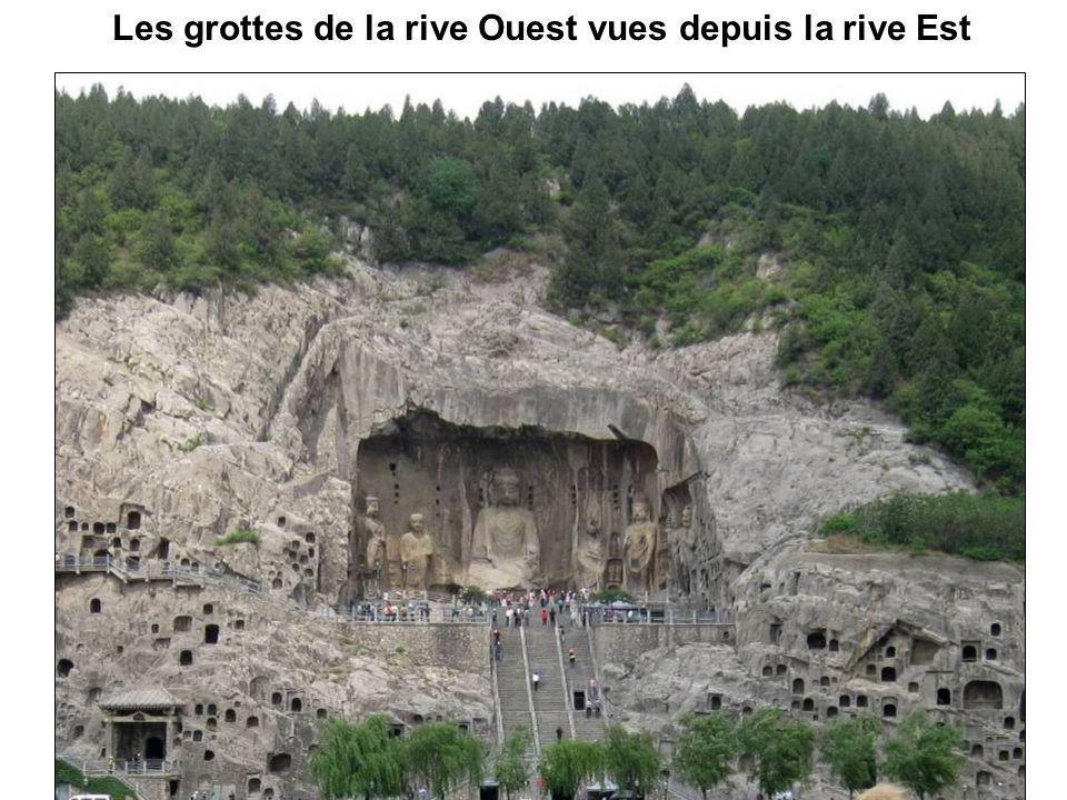 Les grottes de la rive Ouest vues depuis la rive Est