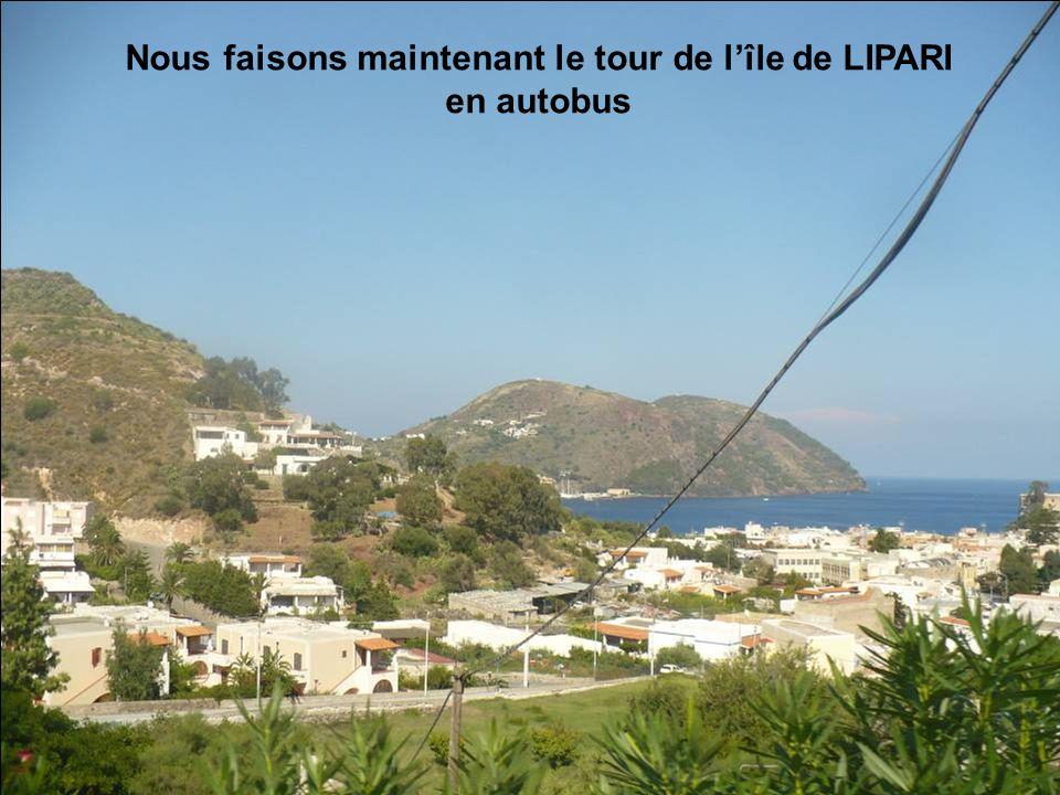 Nous faisons maintenant le tour de l'île de LIPARI en autobus