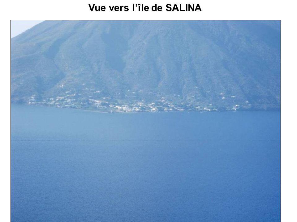 Vue vers l'île de SALINA