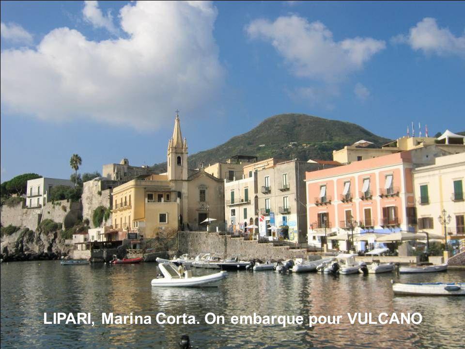 LIPARI, Marina Corta. On embarque pour VULCANO