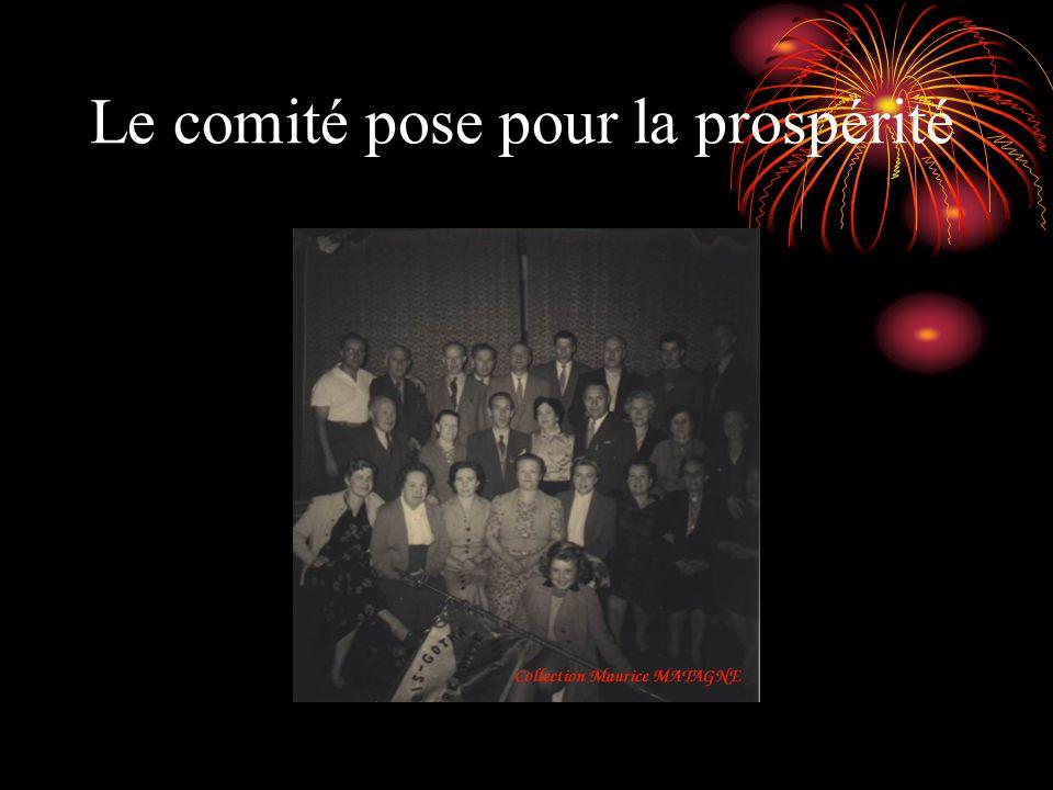 Le comité pose pour la prospérité