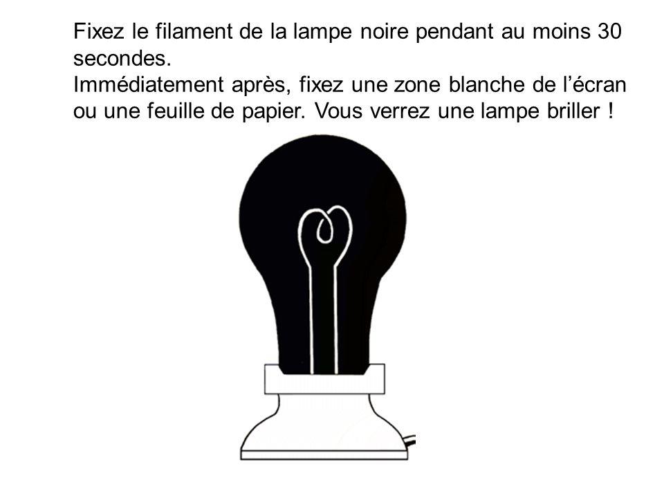Fixez le filament de la lampe noire pendant au moins 30 secondes