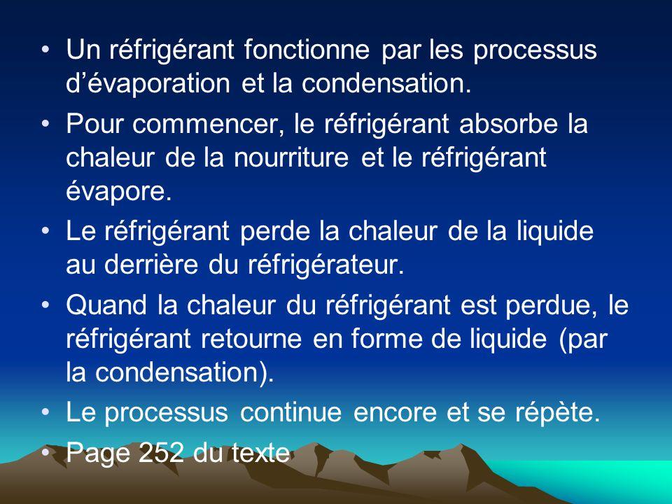 Un réfrigérant fonctionne par les processus d'évaporation et la condensation.