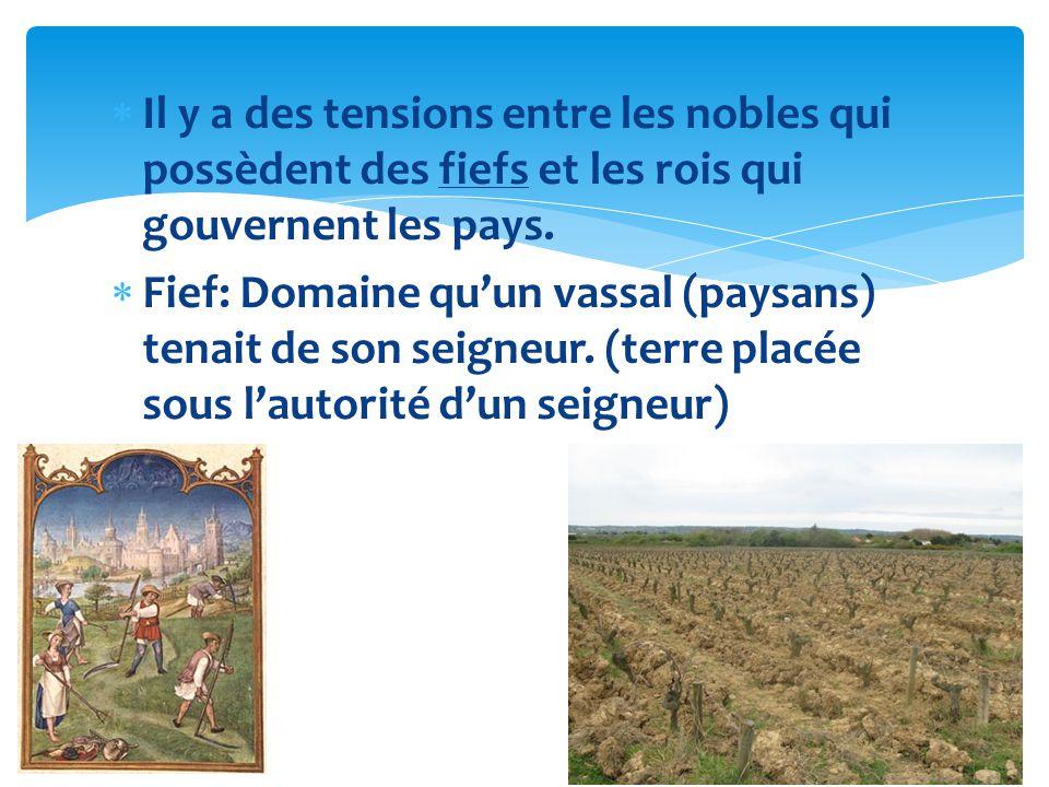 Il y a des tensions entre les nobles qui possèdent des fiefs et les rois qui gouvernent les pays.