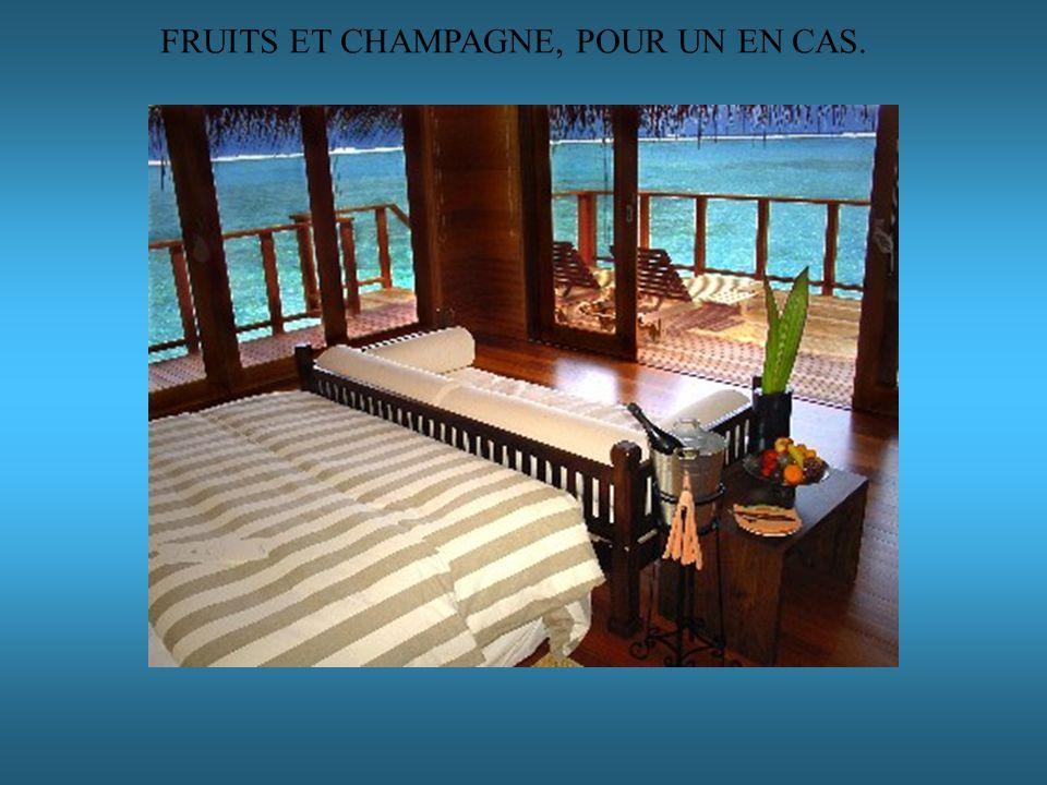 FRUITS ET CHAMPAGNE, POUR UN EN CAS.