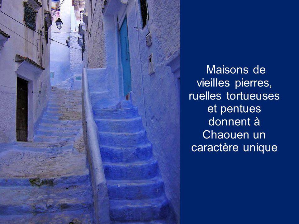 Maisons de vieilles pierres, ruelles tortueuses et pentues donnent à Chaouen un caractère unique