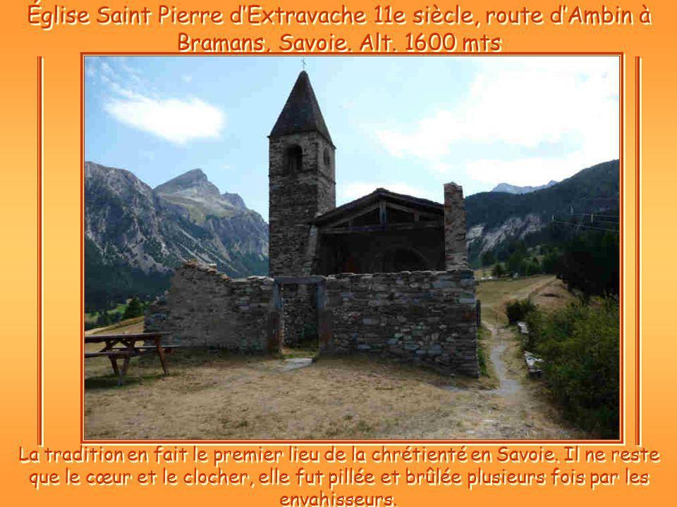 Église Saint Pierre d'Extravache 11e siècle, route d'Ambin à Bramans, Savoie. Alt. 1600 mts
