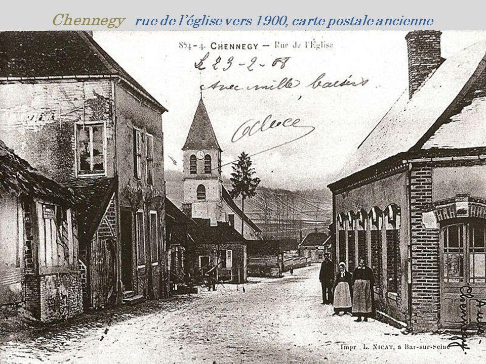 Chennegy rue de l'église vers 1900, carte postale ancienne