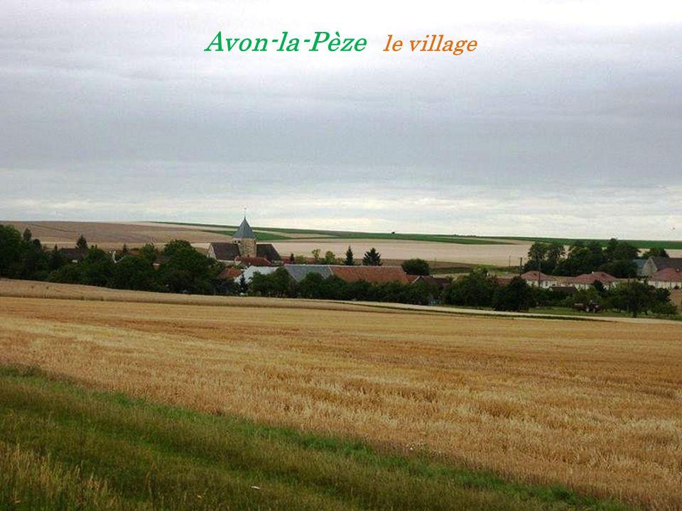 Avon-la-Pèze le village