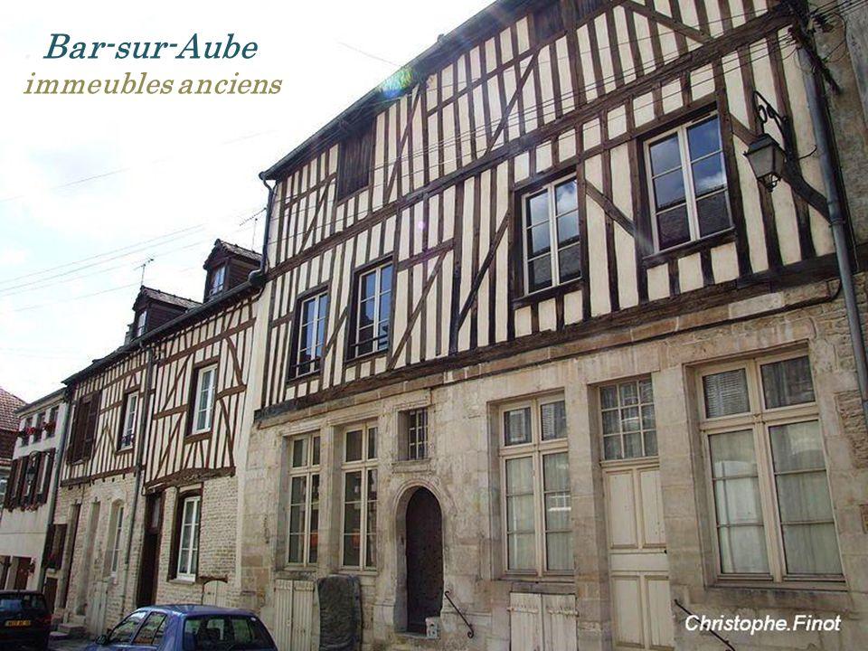 . Bar-sur-Aube immeubles anciens