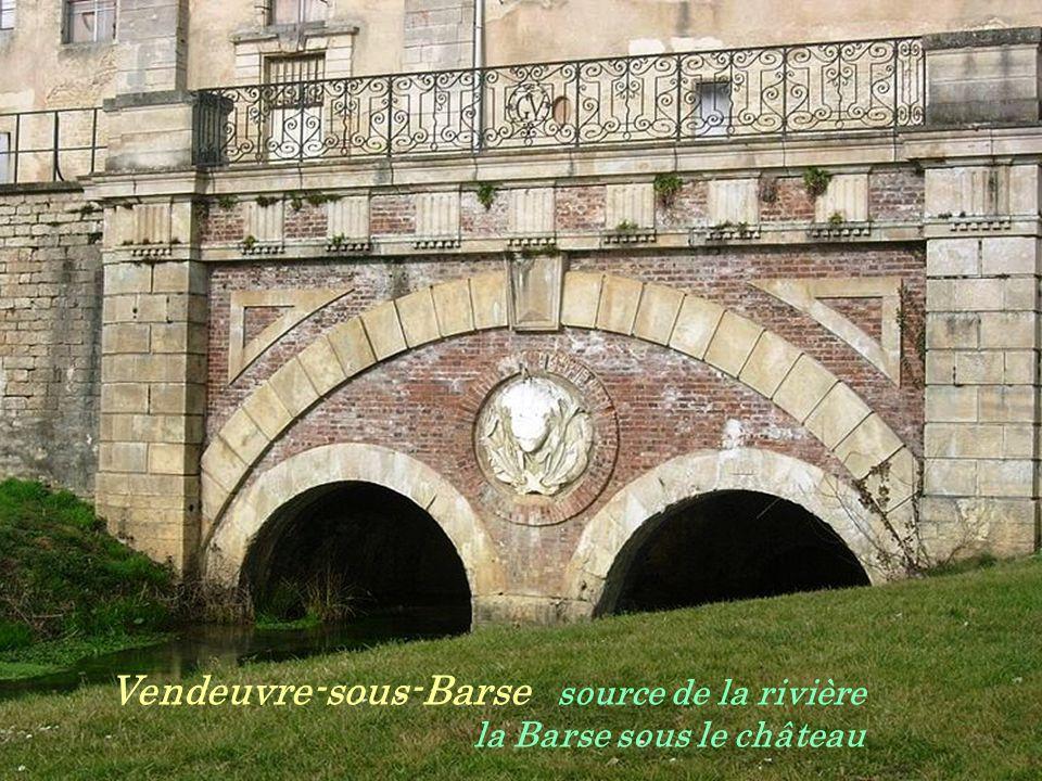 Vendeuvre-sous-Barse source de la rivière . la Barse sous le château