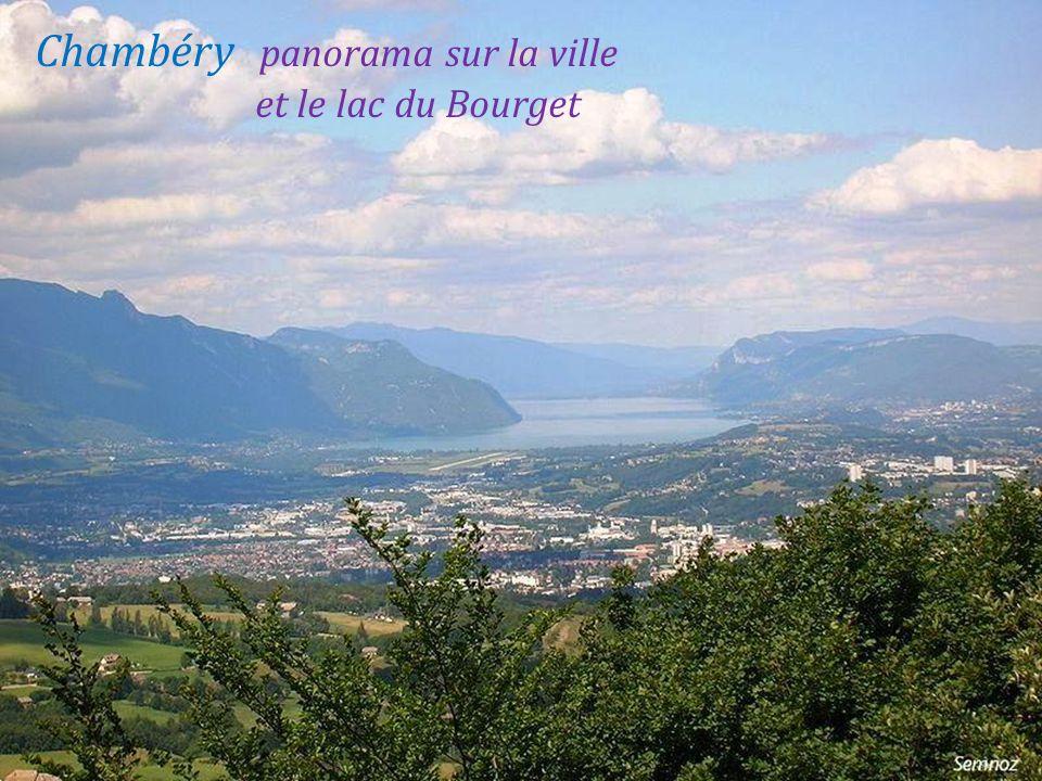 Chambéry panorama sur la ville . et le lac du Bourget