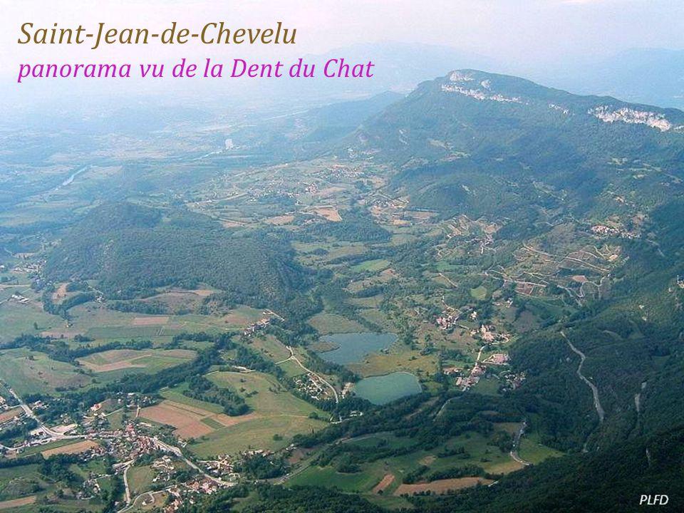 Saint-Jean-de-Chevelu panorama vu de la Dent du Chat