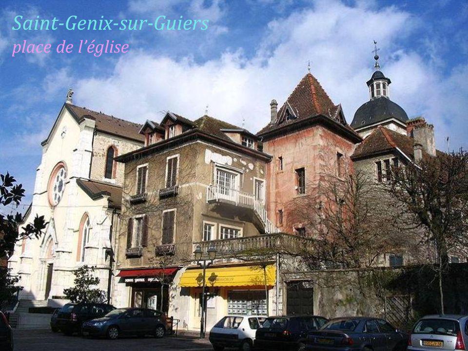 Saint-Genix-sur-Guiers place de l'église