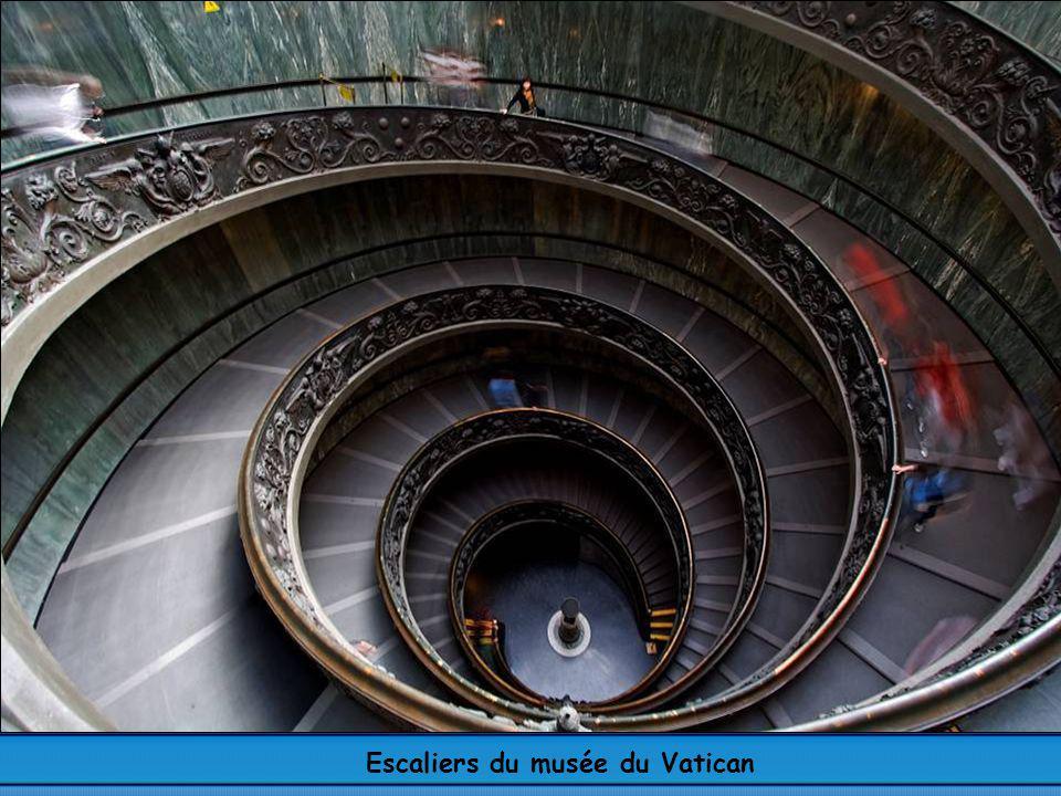 Escaliers du musée du Vatican