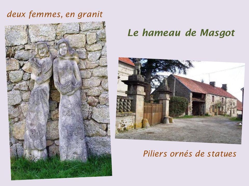 deux femmes, en granit Le hameau de Masgot Piliers ornés de statues