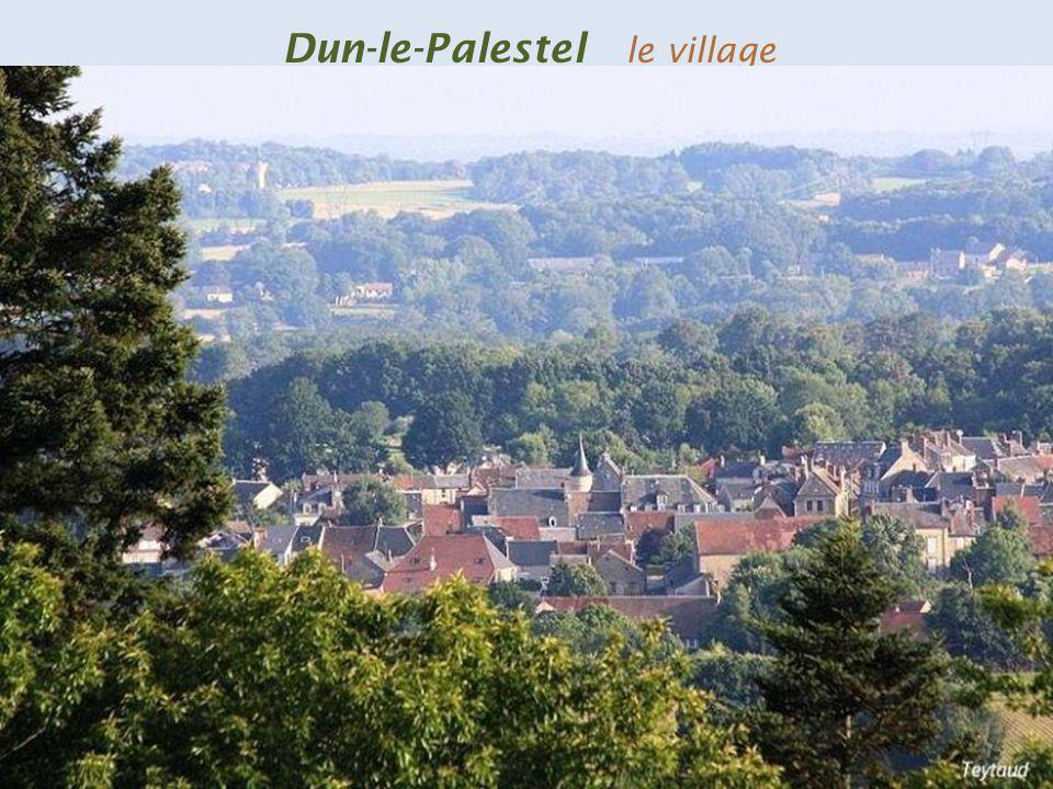 Dun-le-Palestel le village