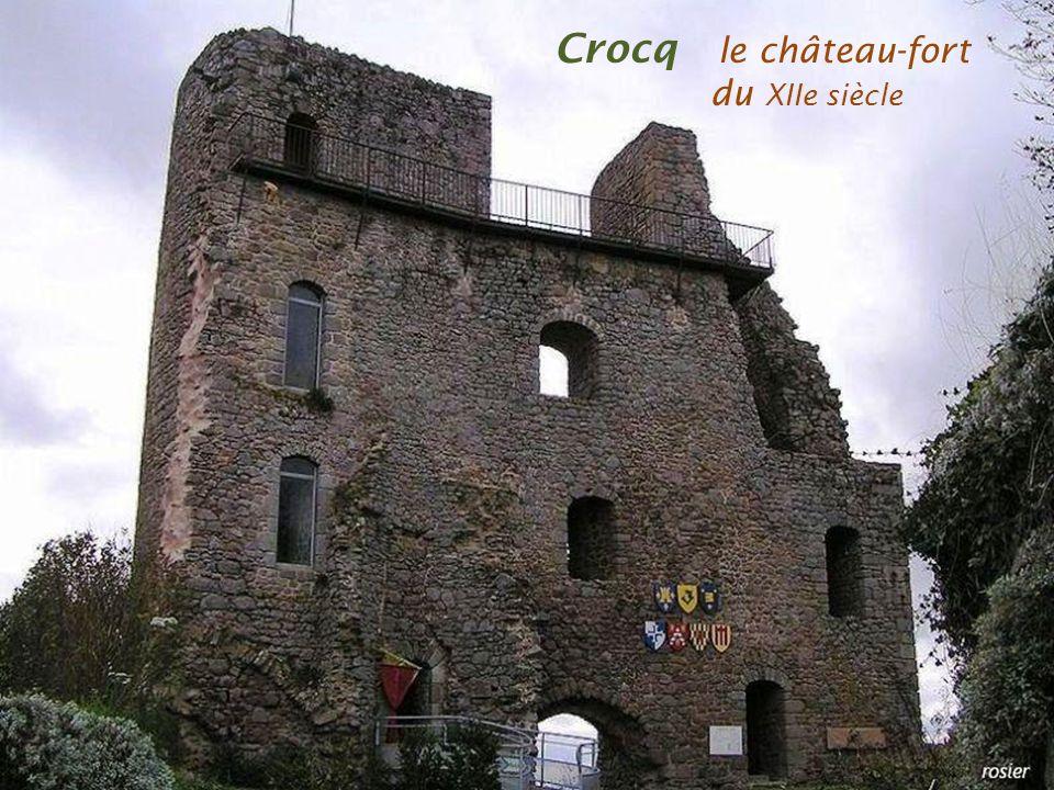 Crocq le château-fort . du XIIe siècle