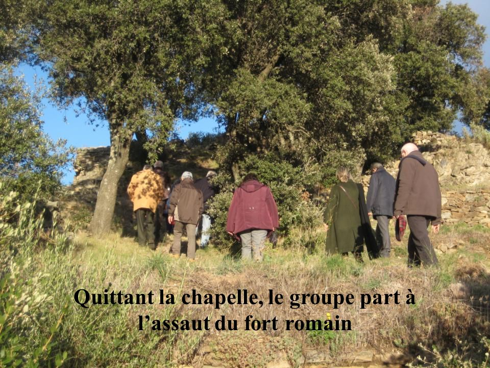 Quittant la chapelle, le groupe part à l'assaut du fort romain
