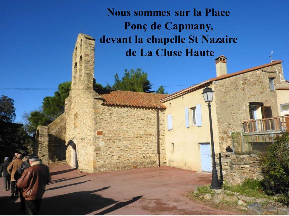 Nous sommes sur la Place devant la chapelle St Nazaire