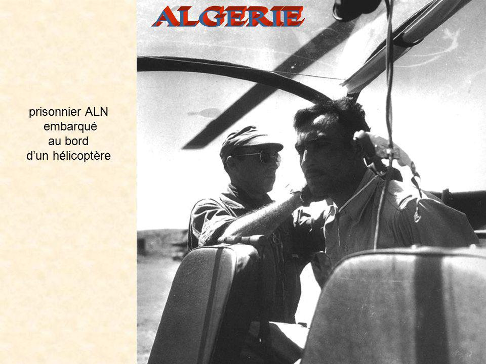 ALGERIE prisonnier ALN embarqué au bord d'un hélicoptère