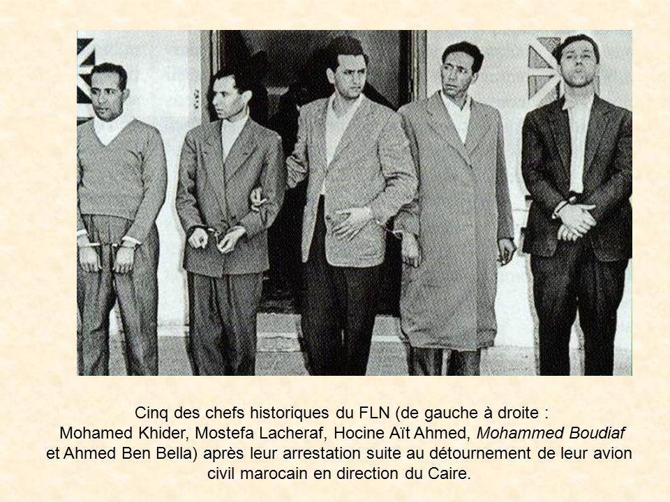 Cinq des chefs historiques du FLN (de gauche à droite :