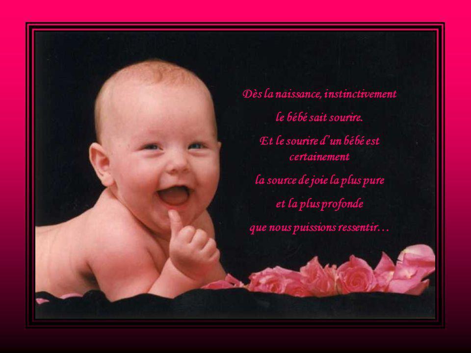 Dès la naissance, instinctivement le bébé sait sourire.