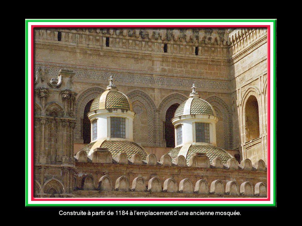 Construite à partir de 1184 à l'emplacement d'une ancienne mosquée.