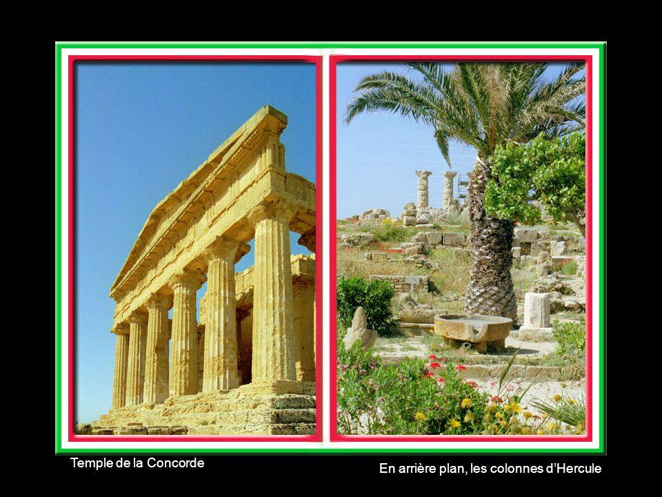 Temple de la Concorde En arrière plan, les colonnes d'Hercule