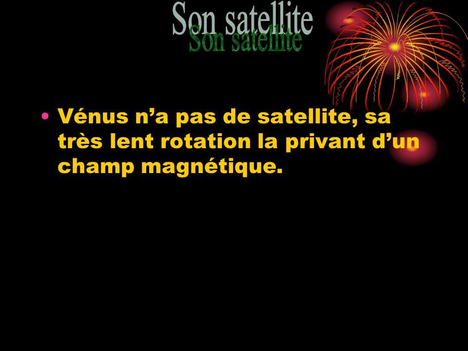 Son satellite Vénus n'a pas de satellite, sa très lent rotation la privant d'un champ magnétique.