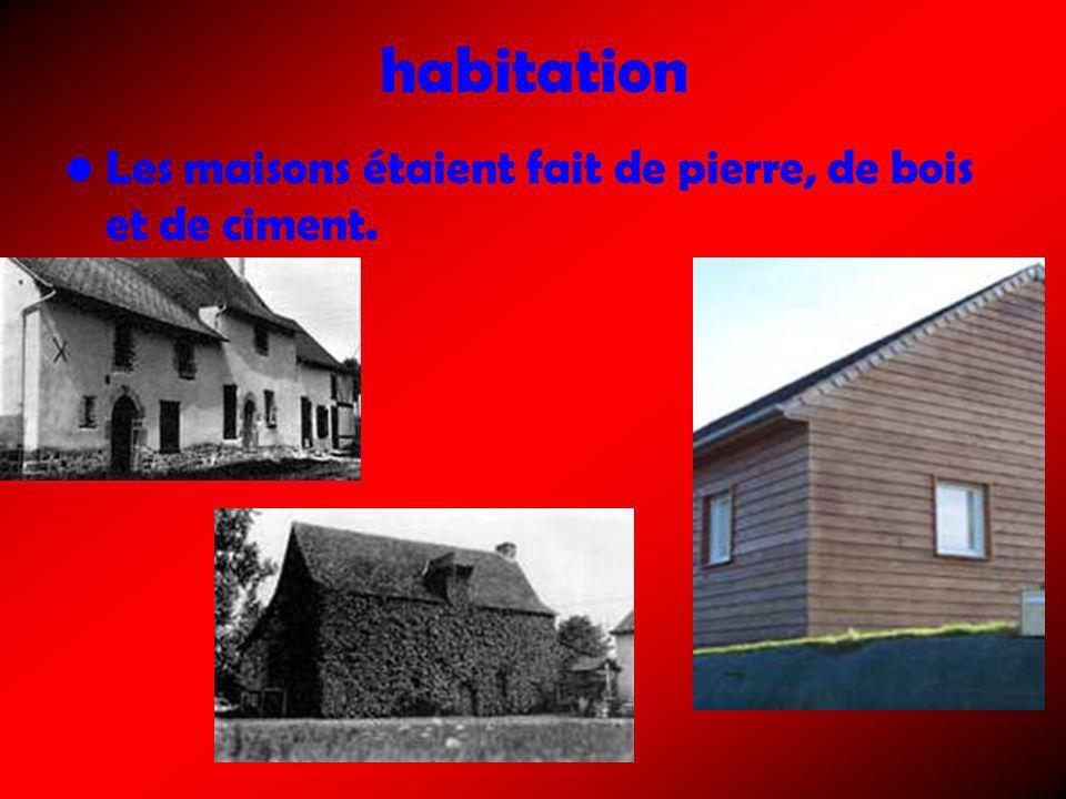 habitation Les maisons étaient fait de pierre, de bois et de ciment.