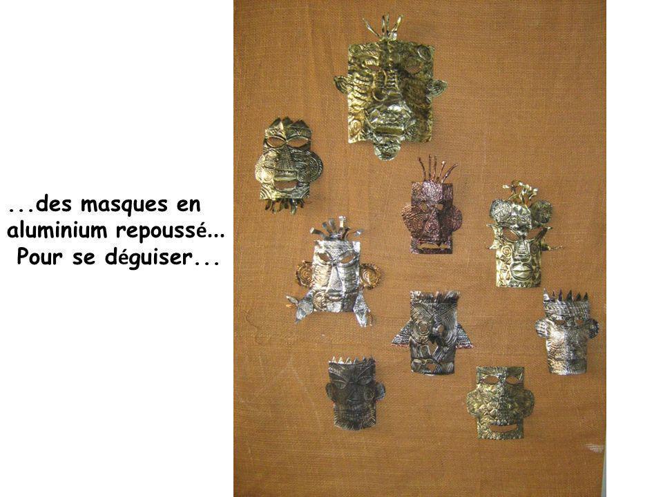 ...des masques en aluminium repoussé...