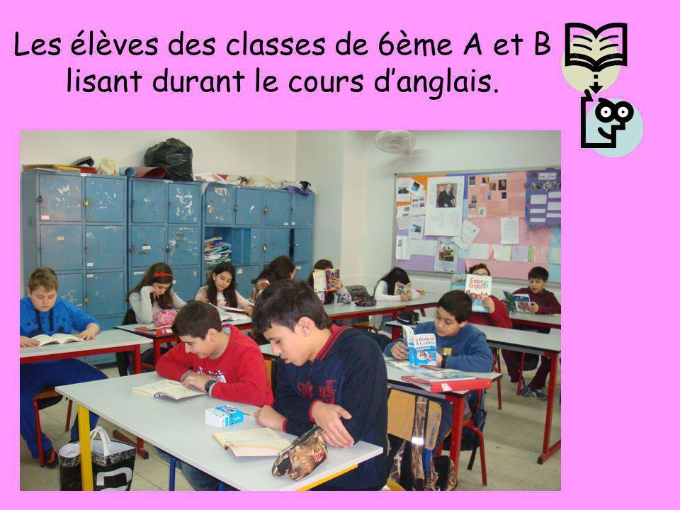 Les élèves des classes de 6ème A et B lisant durant le cours d'anglais.