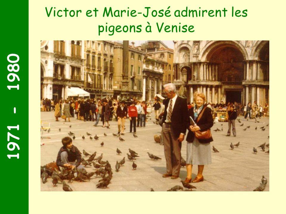 Victor et Marie-José admirent les pigeons à Venise