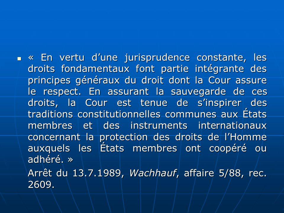 « En vertu d'une jurisprudence constante, les droits fondamentaux font partie intégrante des principes généraux du droit dont la Cour assure le respect. En assurant la sauvegarde de ces droits, la Cour est tenue de s'inspirer des traditions constitutionnelles communes aux États membres et des instruments internationaux concernant la protection des droits de l'Homme auxquels les États membres ont coopéré ou adhéré. »