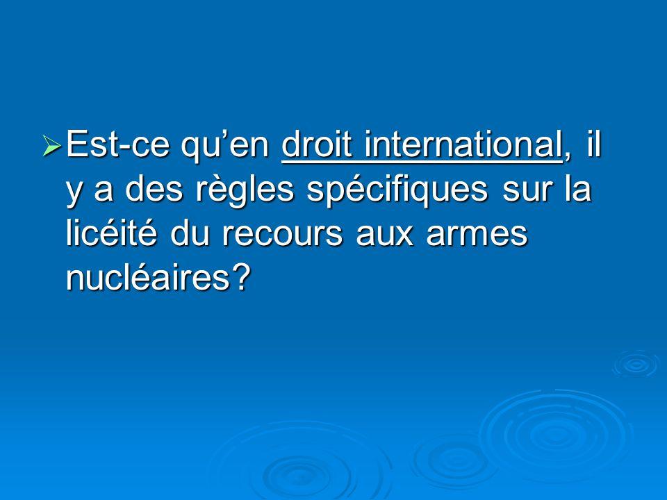 Est-ce qu'en droit international, il y a des règles spécifiques sur la licéité du recours aux armes nucléaires