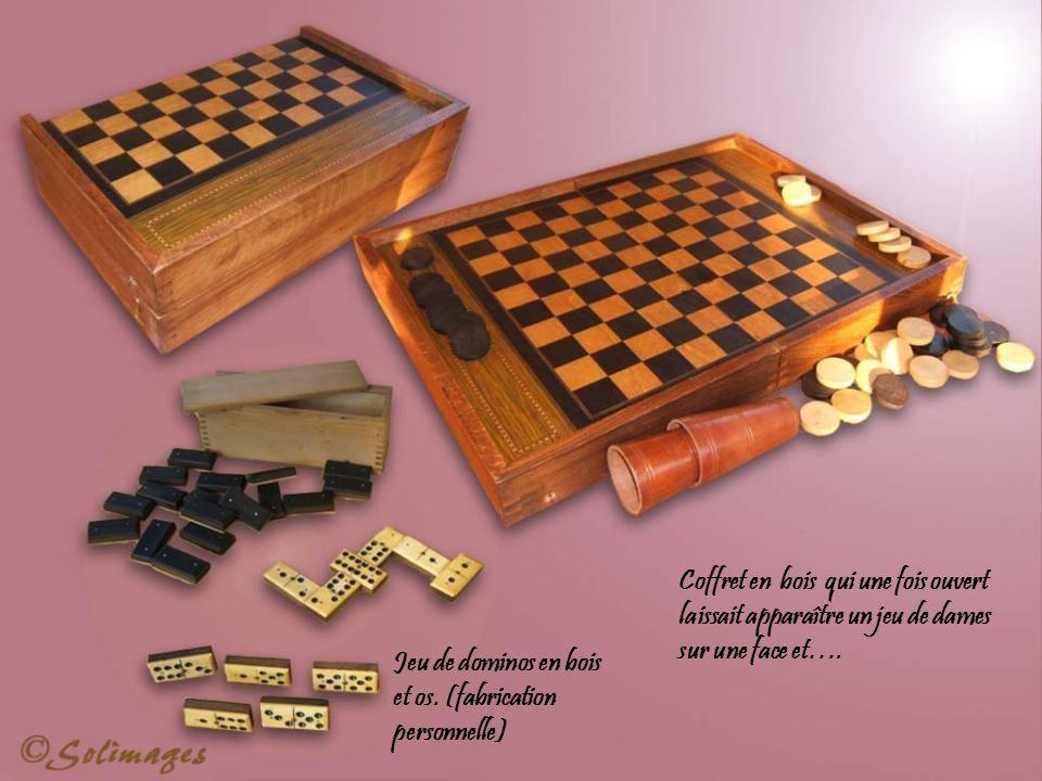 Coffret en bois qui une fois ouvert laissait apparaître un jeu de dames sur une face et….