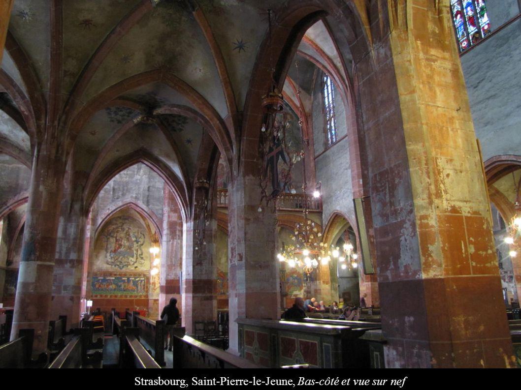 Strasbourg, Saint-Pierre-le-Jeune, Bas-côté et vue sur nef
