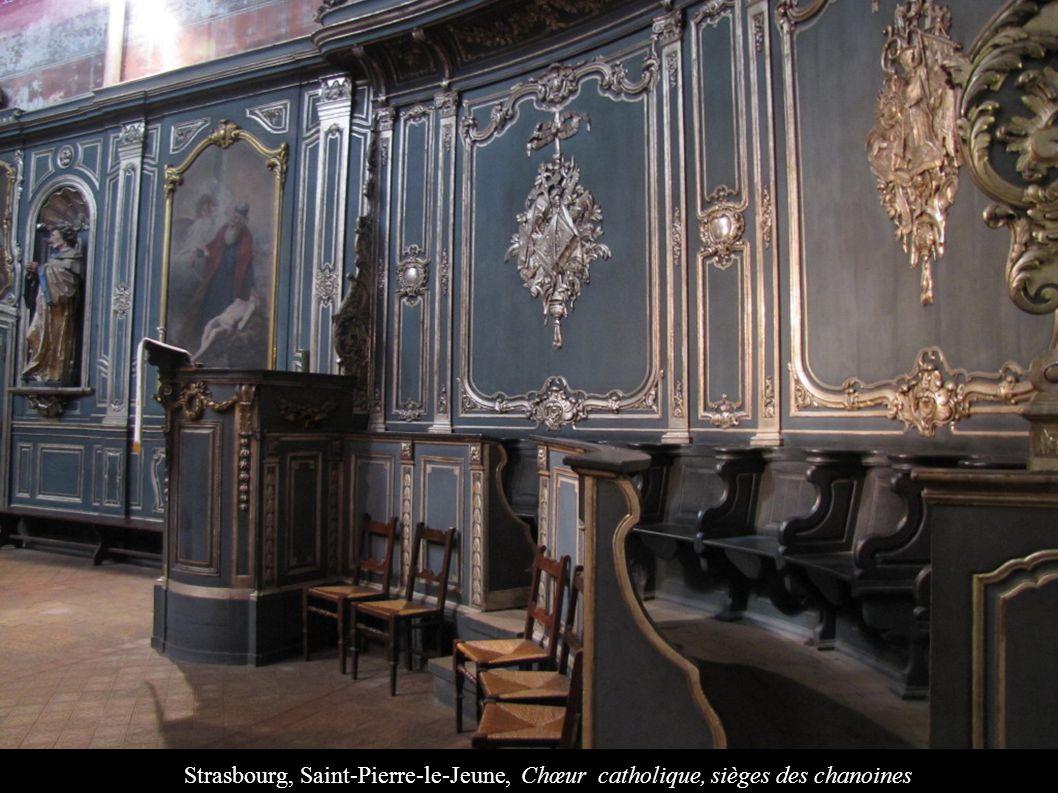 Strasbourg, Saint-Pierre-le-Jeune, Chœur catholique, sièges des chanoines