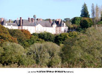 Le rocher royal, avec la vue sur le château de Bothané.