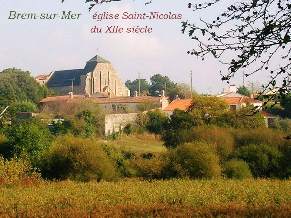 Brem-sur-Mer église Saint-Nicolas . du XIIe siècle