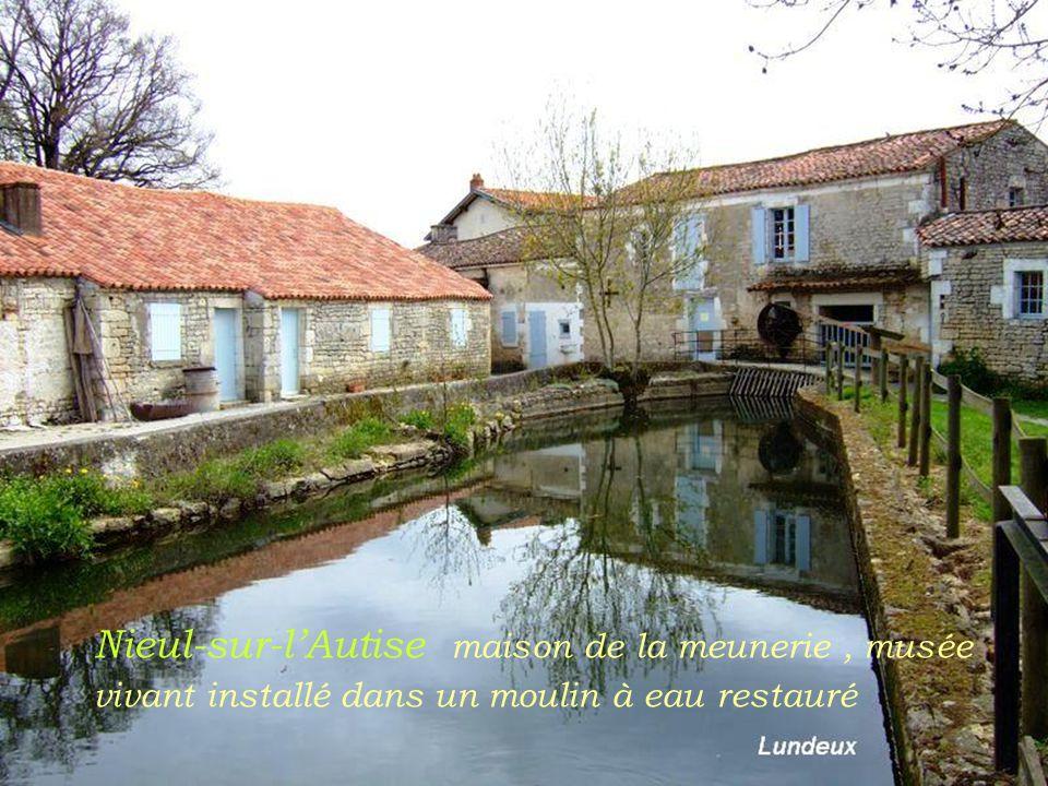 Nieul-sur-l'Autise maison de la meunerie , musée vivant installé dans un moulin à eau restauré