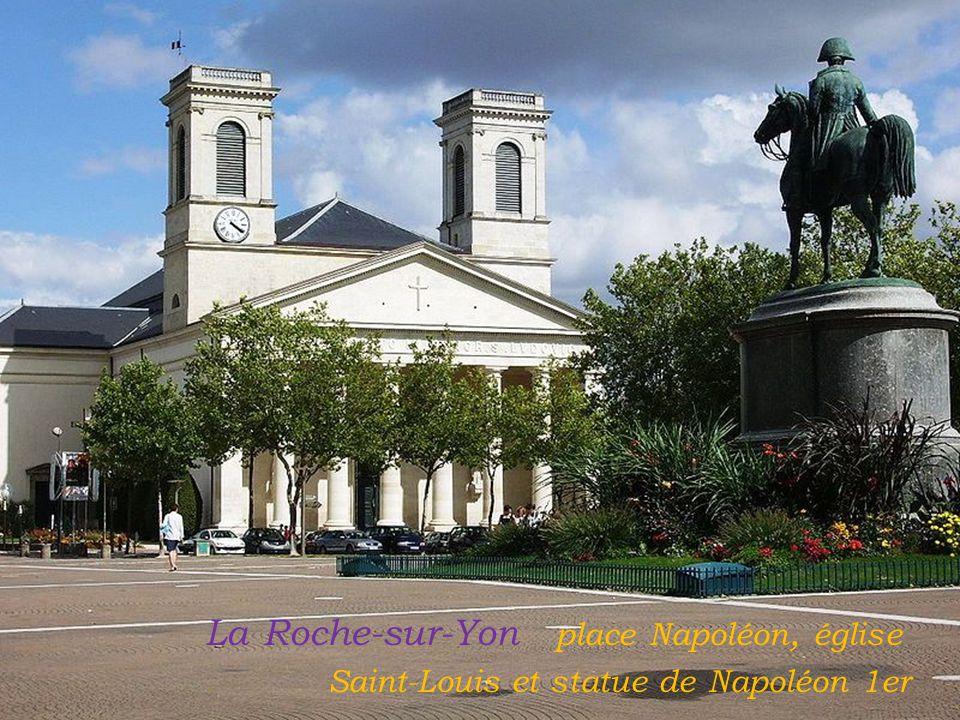 La Roche-sur-Yon place Napoléon, église