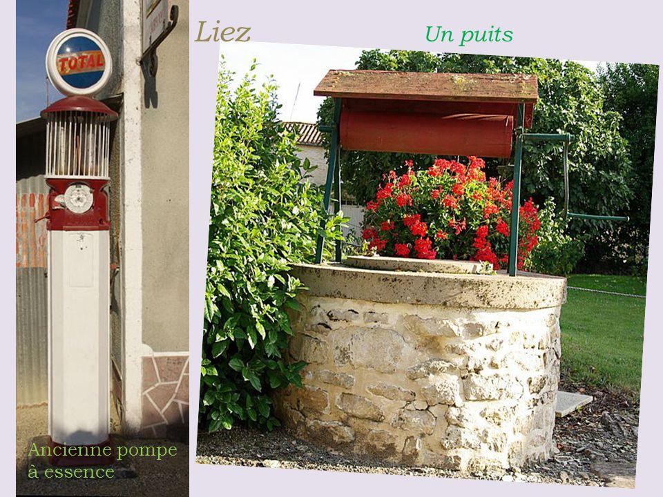 Liez Un puits Ancienne pompe à essence