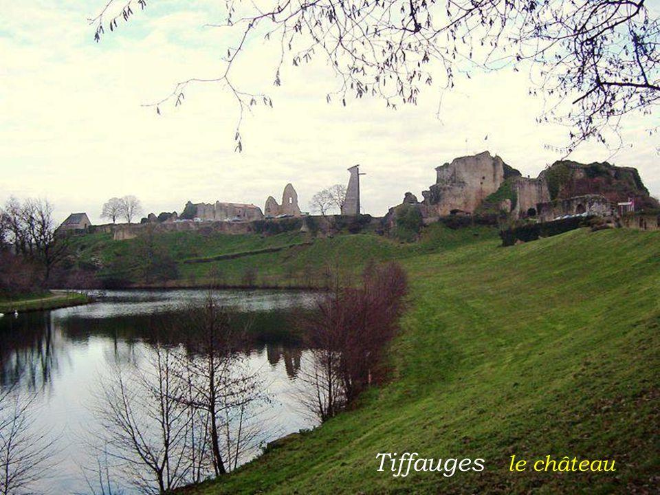 Tiffauges le château