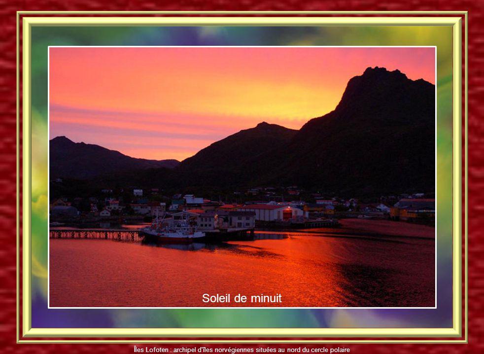 Soleil de minuit Îles Lofoten : archipel d îles norvégiennes situées au nord du cercle polaire