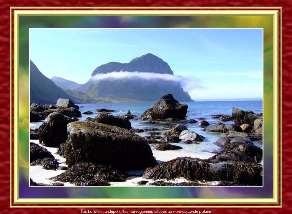 Îles Lofoten : archipel d îles norvégiennes situées au nord du cercle polaire