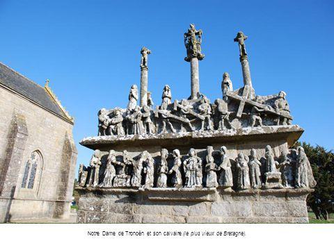 Notre Dame de Tronoën et son calvaire (le plus vieux de Bretagne).