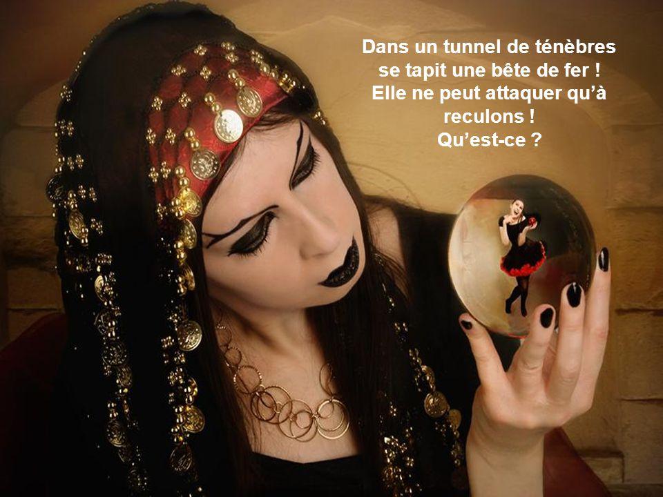 Dans un tunnel de ténèbres Elle ne peut attaquer qu'à reculons !